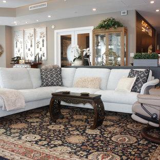 Geräumiges, Repräsentatives, Offenes Modernes Wohnzimmer mit Wandpaneelen in Tampa