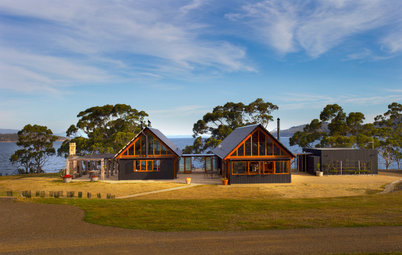 Houzz Tour: Tasmanian Pavilion Home an Ode to Local Apple Sheds