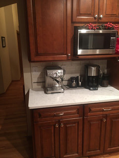What countertop with Cherry cabinets. White arabesque? Nuevo?