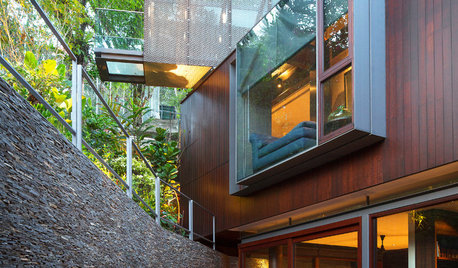 Houzz Tour: This Home Features Bridges and Cantilevers Inside and Out