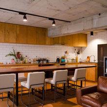 My Houzz:キッチンが主役。コンパクトなワンルームに家族で住まう