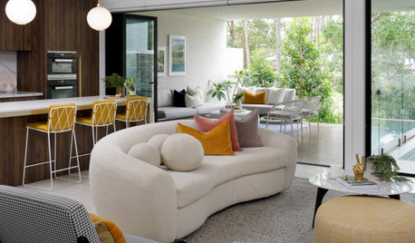 Houzz Tour: Midcentury Curves and Colour in a Townhouse Makeover