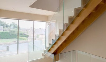 Oak cut string with laminated glass