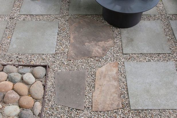 What to know about installing a walkway of pavers and pebbles Round wooden stepping stones