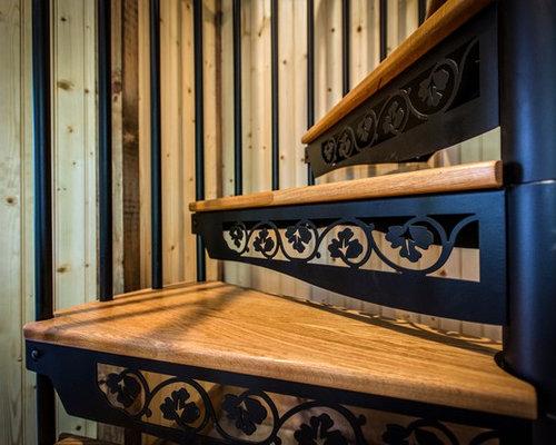 ejemplo de escalera de caracol rural pequea con escalones de madera y