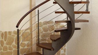 Mittelholmtreppe aus Stahl und Nussbaum