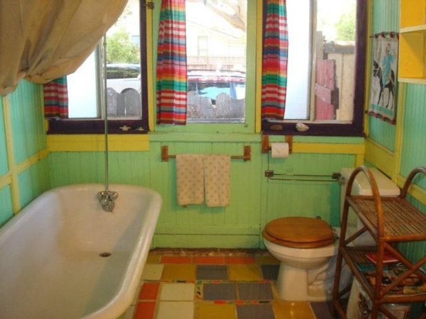 Eclectic  Houzz Tour: Decommissioned Streetcars Live On as a Cool Beach Home
