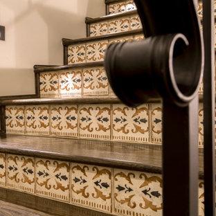 Idéer för att renovera en medelhavsstil trappa, med sättsteg i terrakotta och räcke i metall
