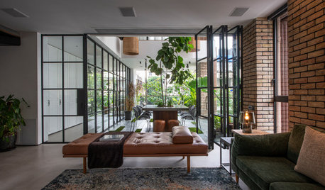 Mumbai Houzz: A Central Courtyard Opens Up a City Flat to Nature