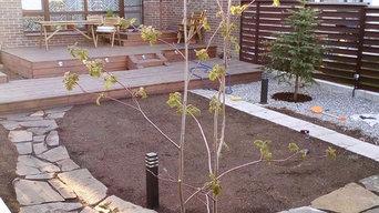 Работы по реализации проекта: выполнена терраса, мощение, начало посадки растени