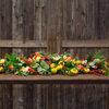 DIY : Fabriquez une guirlande de table fleurie pour un dîner de fête