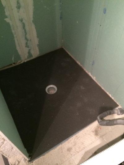 ce qu 39 il faut savoir pour poser une douche l 39 italienne. Black Bedroom Furniture Sets. Home Design Ideas