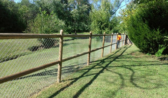 Wood Dowel Fence with Chain LInk