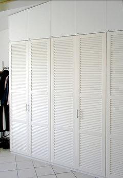 einbauschrank mit lamellent ren schreiner r t davon ab. Black Bedroom Furniture Sets. Home Design Ideas