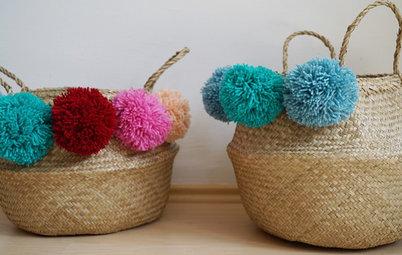 DIY: Seegraskörbe mit bunten Wollpompons aufhübschen