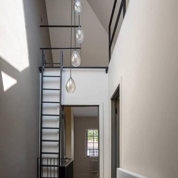 Elegant home design photo in Kent