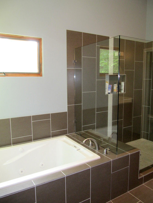 Bathtub With Tile Bench