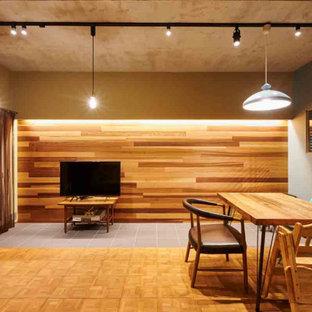 福岡の中くらいの北欧スタイルのおしゃれなLDK (無垢フローリング、板張り壁、グレーの天井) の写真