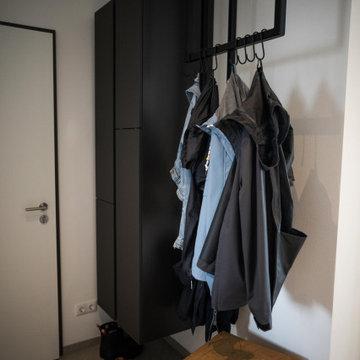S+C - Puristische schwarze Küche + Garderobe