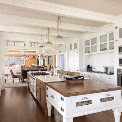 Example of a classic kitchen design in New York