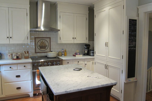 Should cabinet hardware match exposed hinges?