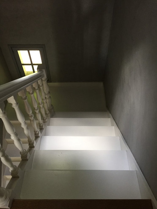 escalier peint beton cire mur. Black Bedroom Furniture Sets. Home Design Ideas
