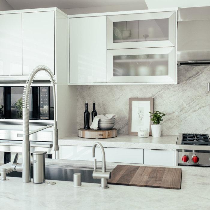 Modern Kitchen Design with full-height Quartzite Backsplash.