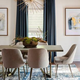 Ispirazione per una sala da pranzo aperta verso il soggiorno moderna di medie dimensioni con pareti bianche, pavimento in legno massello medio, pavimento marrone, soffitto a volta e pareti in mattoni