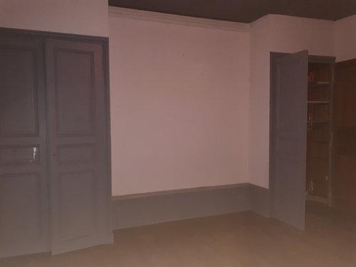 salle manger ou je voudrais caller une table canap tl table basse deux fentres une chemine dans la pice et deux grands placards muraux