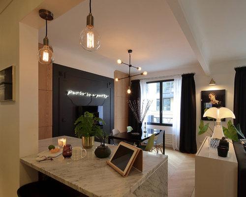 Sala da pranzo aperta verso la cucina moderna con camino sospeso ...