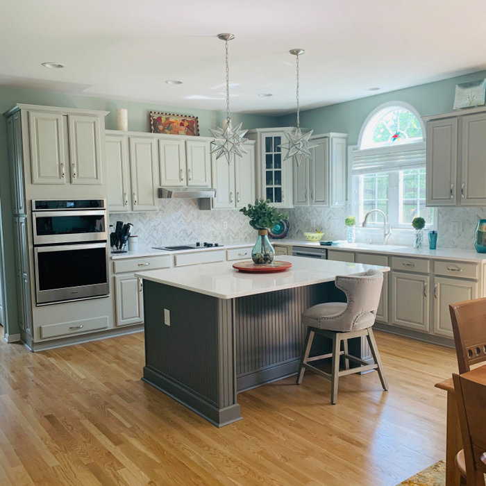 Beautiful kitchen cabinets color change!!
