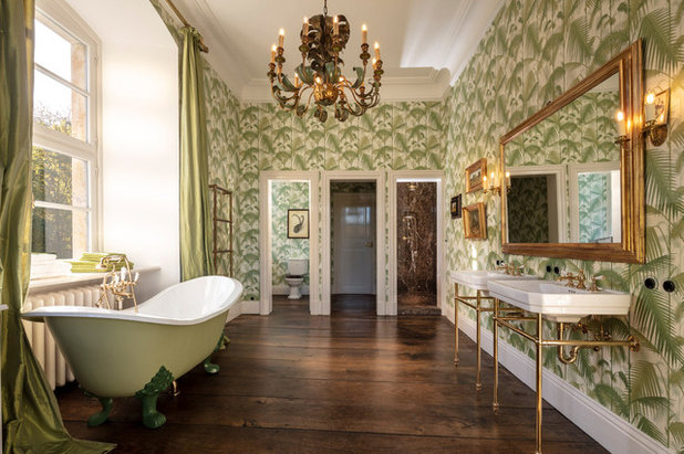 Klassisch  by TRADITIONAL BATHROOMS