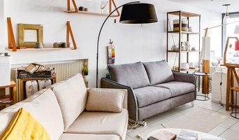 Canapés personnalisables, mobilier et luminaires