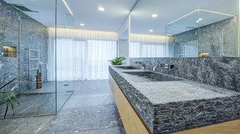 Modernes Baddesign in Kombination mit Naturstein