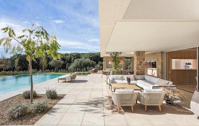 Estilo mediterráneo moderno en una casa de campo en la naturaleza