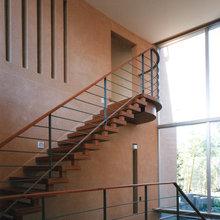 ダイナミックな階段ホール