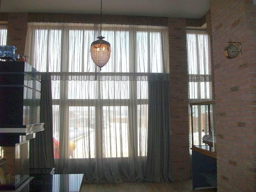 Дизайн штор на заказ для большой гостиной в загородном доме