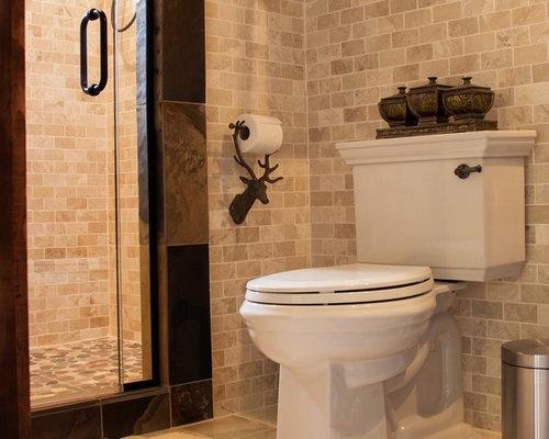 Mittelgroßes Shabby Style Duschbad Mit Verzierten Schränken, Dunklen  Holzschränken, Duschnische, Beigefarbenen Fliesen