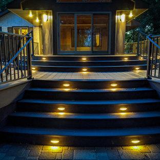 Ispirazione per una terrazza minimal dietro casa e a piano terra con nessuna copertura e parapetto in metallo