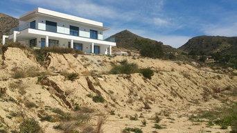 Plantas autóctonas en tierra semi desértica en Busot (Alicante)