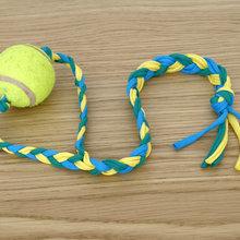 DIY : Recyclez une vieille balle de tennis en jouet pour chien