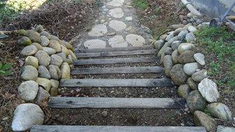 Escalier en traverse de chêne et muret de soutènement