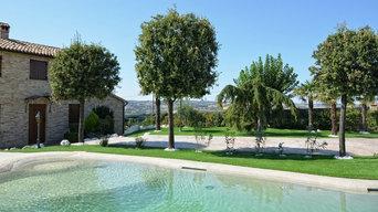 Giardino in erba sintetica - Villa con piscina