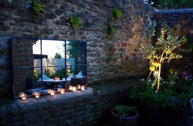 Shabby-Chic Style Garden by Hendy Curzon Gardens Ltd