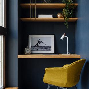 Свежая идея для дизайна: маленький кабинет в современном стиле - отличное фото интерьера