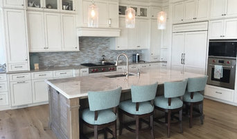 Transitional Beach Kitchen