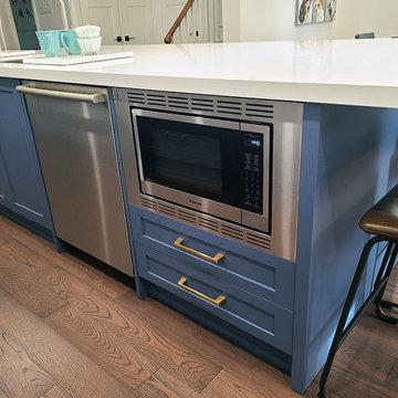 To tone white and blue kitchen design.
