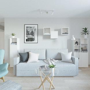 Idee per un piccolo soggiorno nordico aperto con pareti grigie, pavimento in laminato, TV a parete e pavimento rosa