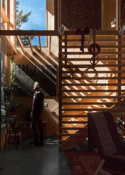 Contemporary Living Room by m.o.daby design
