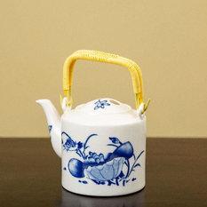 - Ceramic Tea Kettle .75l - Kettles